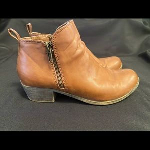 Dunes tan  brown dolly ankle boots size 7
